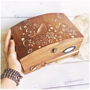 Emlékdoboz - Millefiore Madár (virágos tároló doboz), Esküvő, Emlék & Ajándék, Doboz, Festett tárgyak, Visszafogott stílus, természetes harmónia, fába zárt szeretet...\n\n>> KERESZTSZÜLŐ leszel? Vagy a Gye..., Meska