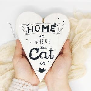 """Akasztható Szív - CAT feliratos LIMITÁLT! (cica, macska, home, otthon, kalligrafikus, feliratos, állatbarát, cicás), Lakberendezés, Otthon & lakás, Ajtódísz, kopogtató, Állatfelszerelések, Macska kellékek, Falikép, Festett tárgyak, Fotó, grafika, rajz, illusztráció, \""""Az otthon ott van, ahol a CICÁM ♥\""""\n\n\""""Home is where the CAT is ♥\""""\n\nVisszafogott stílus, természetes ..., Meska"""