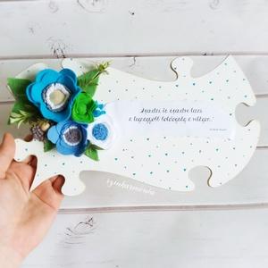 """Kék filcvirágok - Feliratos puzzle tábla (esküvő fotózás gyerekszoba valentin nap születésnap névnap örök filc virág ), Otthon & lakás, Dekoráció, Ünnepi dekoráció, Anyák napja, Ballagás, Lakberendezés, Falikép, Festett tárgyak, Nemezelés, \""""Szeretni és szeretve lenni a legnagyobb boldogság a világon...\""""*\n\nVisszafogott stílus, természetes ..., Meska"""