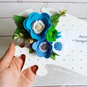 """Kék filcvirágok - Feliratos puzzle tábla (esküvő fotózás gyerekszoba valentin nap születésnap névnap örök filc virág ), Otthon & lakás, Dekoráció, Ünnepi dekoráció, Anyák napja, Ballagás, Lakberendezés, Falikép, """"Szeretni és szeretve lenni a legnagyobb boldogság a világon...""""*  Visszafogott stílus, természetes ..., Meska"""