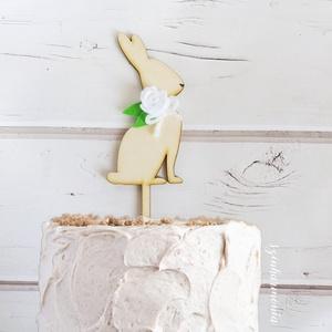 Nyuszis tortabeszúró fehér virággal (virágdísz, torta dekoráció, torta dísz, süti beszúró, sütemény, tortába szúrható) (szinharmonia) - Meska.hu