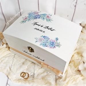 Emlékdoboz -  Pozsgások és rózsák (tároló doboz, esküvői emlékdoboz, esküvői emlékek), Esküvő, Emlék & Ajándék, Doboz, Festett tárgyak, Decoupage, transzfer és szalvétatechnika, Visszafogott stílus, természetes harmónia, fába zárt szeretet...\n\n>> ESKÜVŐRE mész? Tökéletes NÁSZAJ..., Meska