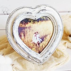Képkeret Szív - Vintage Fehér 8,5x9 cm, Képkeret, Dekoráció, Otthon & Lakás, Festett tárgyak, Fotó, grafika, rajz, illusztráció, Visszafogott stílus, természetes harmónia, fába zárt szeretet...\n\n>> Ezekkel a festett képkeretekkel..., Meska
