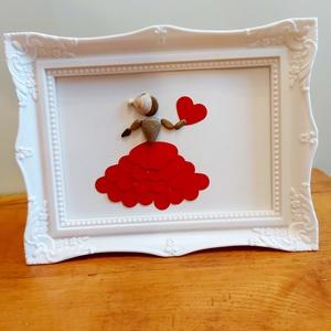 Szívruhás hölgy kavicskép, Otthon & Lakás, Dekoráció, Kavics & Kő, Mozaik, Festészet, Egyedi kavicskép, letisztult, egyszerű mégis romantikus. A kavicshölgy szoknyája 19 db szívből készü..., Meska