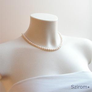Örök divat - fehér tenyésztett gyöngy nyaklánc, Gyöngyös nyaklác, Nyaklánc, Ékszer, Ékszerkészítés, Gyöngyfűzés, gyöngyhímzés, Fehér tenyésztett gyöngyökből készített gyöngysor.\nNagyon elegáns, örök divat! Igazi klasszikus! :)\n..., Meska