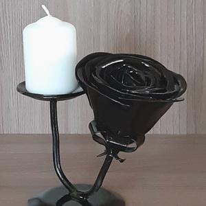 Kovacsolt rózsás gyertyatartó , Gyertya & Gyertyatartó, Dekoráció, Otthon & Lakás, Fémmegmunkálás, Kovácsoltvas, Megrendelhető a képen látható kovacsolt gyertyatartó egyedi rózsa díszítéssel. Igényes, aprólékos mu..., Meska