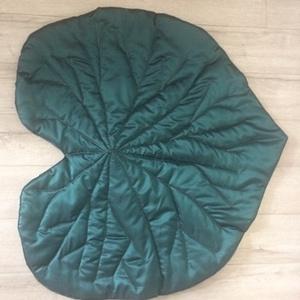 Lapulevél szőnyeg, Lakberendezés, Otthon & lakás, Lakástextil, Szőnyeg, Varrás, A lapulevél szőnyeg egy négyrétegű szőnyeg, amelynek a felső és alsó rétege szatén-selyem, dupla flí..., Meska