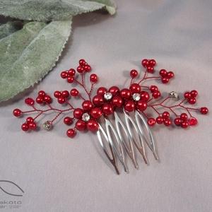 Esküvői hajfésű piros színben , Esküvő, Hajdísz, Fésűs hajdísz, Ékszerkészítés, Piros üveggyöngy felhasználásával készült a hajfésű, amely remek díszei lehetnek menyasszonyi kontyo..., Meska