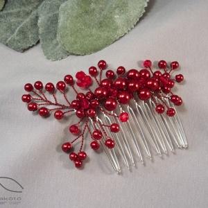 Angela hajdísz - piros, Esküvő, Hajdísz, Fésűs hajdísz, Ékszerkészítés, Piros üveggyöngyök felhasználásával készületek a hajfésű, amely remek díszei lehetnek menyasszonyi k..., Meska