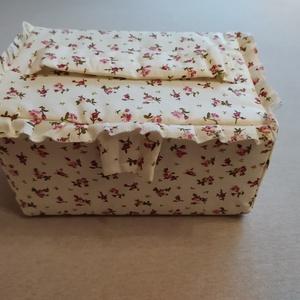 Varrós doboz/ tároló doboz, Otthon & Lakás, Tárolás & Rendszerezés, Doboz, Patchwork, foltvarrás, Különleges gondossággal és nagy szeretettel keszitettem ezt a varrós dobozt. Kartonnal merevített, v..., Meska