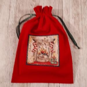AKCIÓ!1550 ft helyett 800 ft. Mikulászsák,piros applikált textilképpel, Otthon & Lakás, Karácsony & Mikulás, Karácsonyi csomagolás, Varrás, Piros vászonból készítettem a zsákot,textilképet applikáltam az elejére.Zöld selyemszalaggal összehú..., Meska