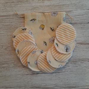 NoWaste sminklemosó korong,10 db-os, ajándék zsákkal, halványsárga alapon méhecskés pamutvászonból, NoWaste, Textilek, Pamut arctisztító, Textil tároló, Varrás, Mosható sminklemosó korongokat készítettem, amely kiválthatja az egyszer használatos vattakorongot. ..., Meska
