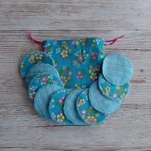 NoWaste sminklemosó korong,10 db-os, ajándék zsákkal, türkizkék alapon virágmintás pamutvászonból, NoWaste, Textilek, Pamut arctisztító, Textil tároló, Varrás, Mosható sminklemosó korongokat készítettem, amely kiválthatja az egyszer használatos vattakorongot. ..., Meska