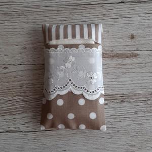 Papírzsebkendő tartó,natur csíkos és pöttyös vászonból madérával díszitve, NoWaste, Textilek, Textil tároló, Táska, Divat & Szépség, Táska, Pénztárca, tok, tárca, Zsebkendőtartó, Varrás, Papírzsebkendő tartót készítettem, pamutvászon anyagból.\nMadérával  díszítettem.Kb.10 db zsebkendő t..., Meska