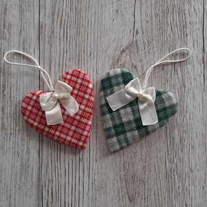 Karácsonyi dekorációs szív,, Otthon & Lakás, Karácsony & Mikulás, Karácsonyfadísz, Varrás, Piros-natur és zöld- natur kockás vászonból készítettem a sziveket. Selyemszalaggal és gyönggyel dís..., Meska