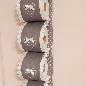 Wc-papír tároló,szürke és pöttyös pamutvászonból, Vintage stílusban, Otthon & Lakás, Fürdőszoba, Fürdőszobai tároló, Varrás, Wc-papír tartót készítettem,4 db wc-papír tárolására. Falra akasztható, ezáltal helytakarékos és egy..., Meska