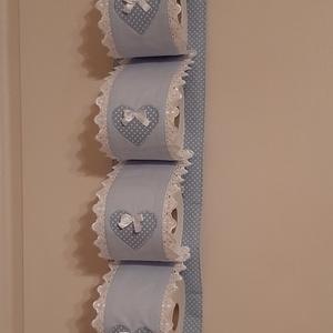Wc-papír tároló,halványkék és halványkék pöttyös  pamutvászonból, Otthon & Lakás, Fürdőszoba, Fürdőszobai tároló, Varrás, Wc-papír tartót készítettem,4 db wc-papír tárolására. Falra akasztható, ezáltal helytakarékos és egy..., Meska