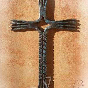 Kereszt, Otthon & Lakás, Spiritualitás & Vallás, Kereszt, Fémmegmunkálás, Ez a kereszt egy különleges egyedi kovácsolási technikával készült.\nMagassága 16cm.\nFelülete matt fe..., Meska