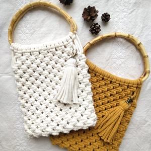 Bambusz fogantyús kis makramé táska, NoWaste, Bevásárló zsákok, zacskók , Táska, Divat & Szépség, Táska, Csomózás, Újrahasznosított alapanyagból készült termékek, Trendi és egyben környezetbarát makramé táska. 100%-ban újrahasznosított pamut fonalból, és bambusz ..., Meska