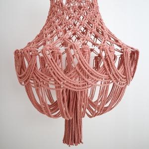 Makramé lámpa (csillár), Otthon & Lakás, Lámpa, Fali & Mennyezeti lámpa, 100%-ban újrahasznosított pamut fonalból és fém karika felhasználásával készült egyedi makramé lámpa..., Meska