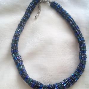 Cső nyaklánc - tengert idéző, Esküvő, Esküvői ékszer, Ékszer, Nyaklánc, Ékszerkészítés, Gyöngyfűzés, gyöngyhímzés, 37 cm maximális hosszúságú kék zöld türkiz színben játszó spirál alakban fűzött 3D nyaklánc. Fém kap..., Meska
