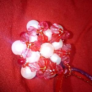 Piros rózsa fehér  medálos nyaklánc, Medálos nyaklánc, Nyaklánc, Ékszer, Ékszerkészítés, Gyöngyfűzés, gyöngyhímzés, Szép alkalmi nyaklánc, de akár napi hordásra is ajánlom! Piros csiszolt, rózsaszín csiszolt és fehér..., Meska