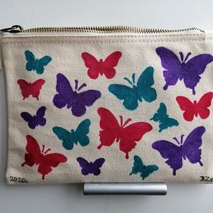 Pillangós neszesszer táska, Táska & Tok, Neszesszer, Festett tárgyak, Kézzel festett gyönyörű színes pillangós neszesszer táska. Mosógépben mosható. Cipzározható.\nÉlőben ..., Meska
