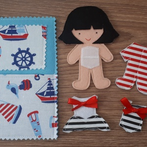 Filc öltöztethető baba babaággyal 3 szett ruhával, hátulján tároló rekesszel, Gyerek & játék, Játék, Baba, babaház, Játékfigura, Készségfejlesztő játék, Baba-és bábkészítés, Varrás, Filc anyagból készült, tépőzárral ellátott, öltöztethető 10.5cm magas baba ággyal, szoknya-ruhácskáv..., Meska