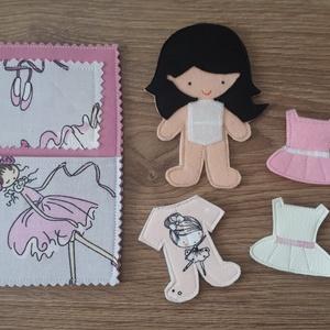 Filc öltöztethető baba babaággyal 3 szett ruhával, hátulján tároló rekesszel, Gyerek & játék, Játék, Baba, babaház, Játékfigura, Készségfejlesztő játék, Baba-és bábkészítés, Varrás, Filc anyagból készült, tépőzárral ellátott, öltöztethető 10.5cm magas baba ággyal, 2 szoknya-ruhácsk..., Meska