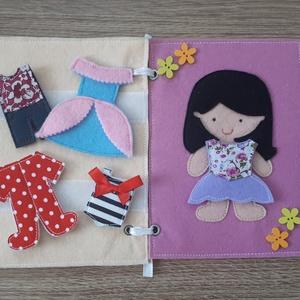 Filc öltöztethető baba kiskönyv 5 szett ruhával, Gyerek & játék, Játék, Baba, babaház, Játékfigura, Készségfejlesztő játék, Baba-és bábkészítés, Varrás, Filc anyagból készült, tépőzárral ellátott, öltöztethető baba 5 szett ruhával: 1 szoknya-ruhácska, 1..., Meska