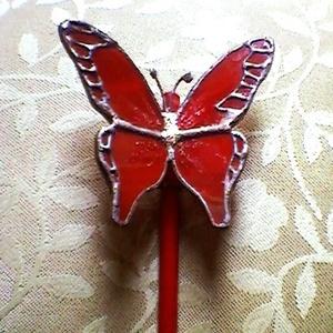 Piros pillangó tiffanyból üvegpálcán, Otthon & Lakás, Dekoráció, Csokor & Virágdísz, Mindenmás, Üvegművészet, Élethű tiffany pillangók bármilyen színben és típusban kérhetők. -ez esetben épp piros. Üvegpálca vé..., Meska