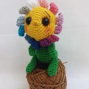 Horgolt virág, Otthon & Lakás, Horgolás, Horgolt cuki virág drót merevítéssel.\nMagassága: 6 cm\nSzélessége: 4-4,5 cm\n, Meska