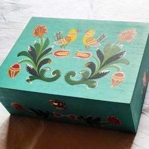 Festett doboz, Otthon & Lakás, Konyhafelszerelés, Tea & Kávé tárolás, Festészet, Festett tárgyak, Kézzel festett, népi motívumokkal díszített 6 rekeszes teás doboz. Az akril festékre egy védő lakkré..., Meska