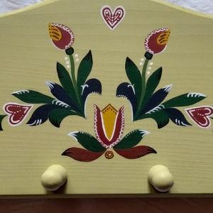 Fogas, Otthon & Lakás, Bútor, Fogas, Famegmunkálás, Festészet, Népi motívumokkal festett fa fogast kínálok eladásra. A termék apukám asztalosműhelyében készült, a ..., Meska