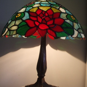 Tiffany lámpa, Lakberendezés, Otthon & lakás, Lámpa, Dekoráció, Asztali lámpa, Üvegművészet, Tiffany lámpa.\nA lámpaernyő átmérője:40cm.\nA lámpa teljes magassága:50cm.\nBármilyen más színösszeáll..., Meska