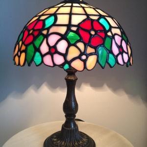 Tiffany lámpa, Otthon & lakás, Lakberendezés, Lámpa, Asztali lámpa, Hangulatlámpa, Üvegművészet, 20 cm átmérőjű, 30 cm magas Tiffany lámpa. A lámpa búra bármilyen más színösszeállítással is megrend..., Meska