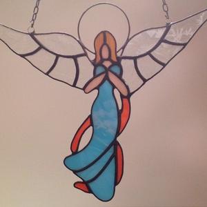 angyalka, Ablakdísz, Dekoráció, Otthon & Lakás, Üvegművészet, Tiffany technológiával készített angyalka, mely ajándéknak, ablakdísznek egyaránt alkalmas.\nMagasság..., Meska