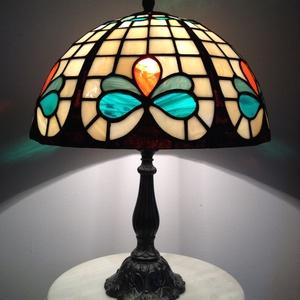 Tiffany lámpa, Dekoráció, Otthon & lakás, Lakberendezés, Lámpa, Asztali lámpa, Üvegművészet, Tiffany lámpa.\nA lámpaernyő átmérője:30cm\nA lámpa magassága 40cm., Meska