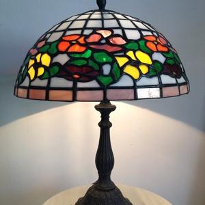Tiffany lámpa Akció!, Lakberendezés, Otthon & lakás, Lámpa, Asztali lámpa, Hangulatlámpa, Üvegművészet, Tiffany lámpa. \nA lámpaernyő átmérője:30cm A lámpa magassága 40cm.\n, Meska