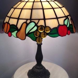 gyümölcsös lámpa, Lakberendezés, Otthon & lakás, Lámpa, Asztali lámpa, Hangulatlámpa, Üvegművészet, Egyedi igény alapján, Tiffany technológiával készített lámpa. A lámpaernyő átmérője, 30 cm.\n..., Meska
