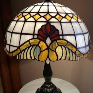 Tiffany lámpa, Asztali lámpa, Lámpa, Otthon & Lakás, Üvegművészet, Tiffany lámpa. (barokk)\nA lámpaernyő átmérője:30cm.\nA lámpa teljes magassága:40cm.\nBármilyen más szí..., Meska