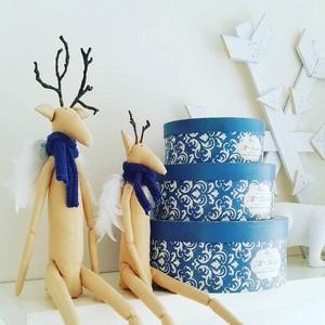 Téli szarvaska angyalpár, Dekoráció, Otthon & lakás, Ünnepi dekoráció, Szerelmeseknek, Varrás, Egyedi kézi készítésű figurákat készítettem már a karácsonyi ünnepekre hangolódva. Nyakukba sálat kö..., Meska