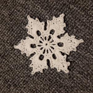 Horgolt hópehely 3., Dísztárgy, Dekoráció, Otthon & Lakás, Mindenmás, Kézzel horholt hópehely.\nÁtmérő: 8 cm\n, Meska