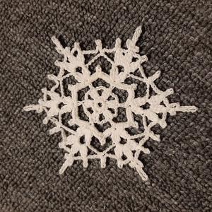 Horgolt hópehely 8., Otthon & lakás, Dekoráció, Ünnepi dekoráció, Mindenmás, Kézzel horholt hópehely.\nÁtmérő: 10 cm\n, Meska