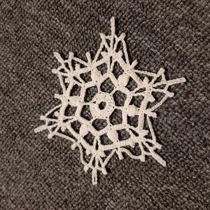 Horgolt hópehely 10., Otthon & lakás, Dekoráció, Ünnepi dekoráció, Mindenmás, Kézzel horholt hópehely.\nÁtmérő: 10 cm\n, Meska
