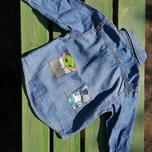 Kézzel festett farmer ing - Yoda és R2D2, Ruha & Divat, Babaruha & Gyerekruha, Póló, Festett tárgyak, Újrahasznosított alapanyagból készült termékek, Használt, jó állapotú farmer ing lányom által készített, Yodát és R2D2-t ábrázoló festménnyel a hátá..., Meska
