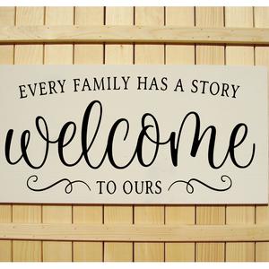 Every family has a story 60x30 cm fa tábla, Isten hozott tábla, Ház & Kert, Otthon & Lakás, Famegmunkálás, Festett tárgyak, Kézzel készített fa tábla:\n\nalap: fenyő,\nfehér vagy barna háttérfestés,\nfekete vagy fehér betűk.\n\nAz..., Meska