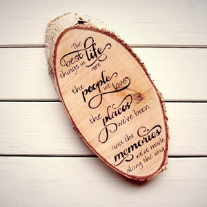 032 Fa szelet: The best things in life 22x10,5 cm, Otthon & lakás, Lakberendezés, Falikép, Dekoráció, Kép, Famegmunkálás, Festett tárgyak, Kézzel festett fa tábla:\n\nalap: fenyő,\nfekete betűk.\n\nA feliratot kézzel festem vagy markerrel írom ..., Meska