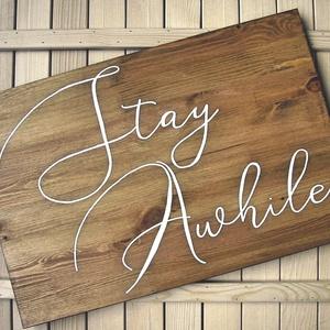 Stay Awhile fa tábla 60x40 cm, Otthon & lakás, Dekoráció, Kép, Lakberendezés, Falikép, Famegmunkálás, Festett tárgyak, Kézzel készített fa tábla:\n\nalap: újrahasznosított fa,\nfehér háttérfestés,\nfekete betűk.\n\nAz alapozá..., Meska