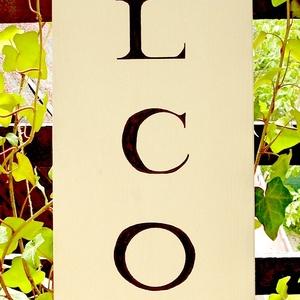 Welcome 80x20 cm fa tábla, Otthon & lakás, Dekoráció, Kép, Lakberendezés, Falikép, Famegmunkálás, Festett tárgyak, Kézzel készített fa tábla:\n\nalap: fenyő,\nfehér háttérfestés,\nfekete betűk.\n\nAz alapozás és festés ut..., Meska
